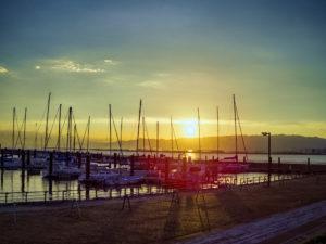 北港マリーナの夕日とヨット