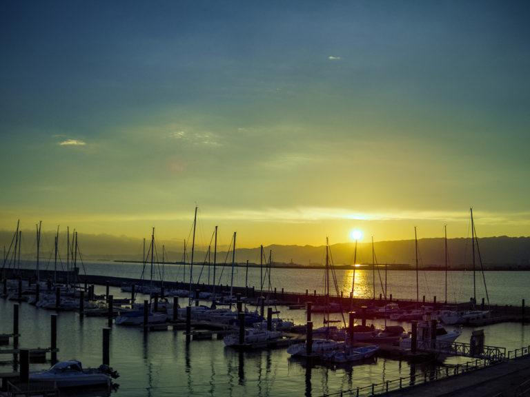 北港ヨットハーバーに沈む夕日